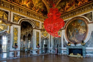 Couer independant rouge - via http://newsoftheartworld.com/joana-vasconcelos-at-versailles-and-in-venice-a-blend-of-intense-creativity-and-tradition/?lang=en